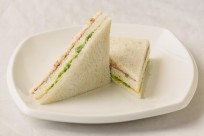 Sandwich de atún y lechuga